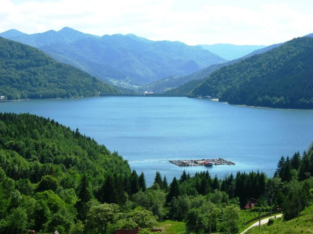 Lacul-Izvorul-Muntelui-1